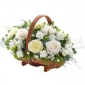 Čistá biela gratulačná kytica  v košíku