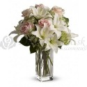 Kytica z bielych ľalií a ružových ruží